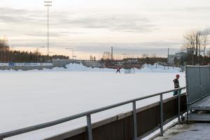 SIF Norrtelje skulle möta Spånga/Djurgården, men missat att boka in matchen. I stället var den uppbokad för allmänheten.