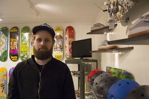 Den nya skateparken som ska öppna på Östernäsområdet gjorde att Thomas Larm kom på idén att öppna en skatebutik i Ljusdal.