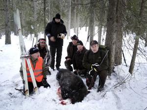 Jaktlaget som var med, från vänster Anders Persson, Emil Larsson, Mikael Larm, Elisabeth Sving, Anette Sving, Roger Larm.