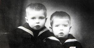 Bröderna Ensio och Pentti var nyklippta och klädda i nya sjömanskostymer när deras mamma skickade iväg dem till tryggheten i Sverige.