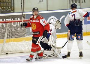 Alexander Hilmerson jublar efter Erik Lindbergs 2-2-mål. Foto:Gunnar Bäcke