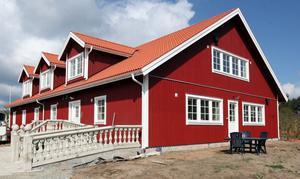 Här stod ett jättelikt stall för inte så länge sedan. På platsen finns nu Högbo pensionat Skommargården med åtta dubbelrum till uthyrning.