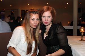 Blue Moon Bar. Stefanie Berggren och Sofia Andrén
