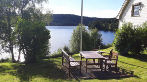 Huset på  Gullverket ligger naturskönt  och  med stora möjlighter till friluftsliv.