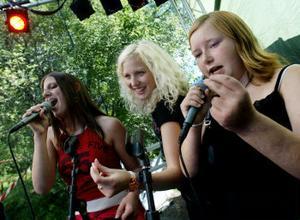 Malin och Mariell sjöng karaoke tillsammans med Sandra Dahlberg. Låten de valde var Martin Stenmarks Las Vegas.