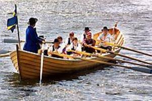 Foto: ANDREAS BARDELLKyrkbåtsrodd. Inte fullt antal roddare som är fjorton. Men det gick ju ändå.
