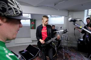 Medlemmarna i bandet Maitraiders kommer att rodda med scenen, hjälpa till i greenroom och lite annat under Musikschlaget den 5 november.