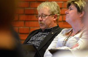 Erik Thunefors (-) har föreslagit att kommunen på försök ska testa självstyrande enheter.