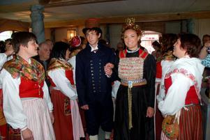 Brudparet Per Persson och Petra Samuelsson i kapellet.