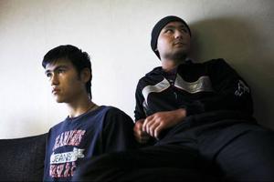 Danial Husseini och Basir Hakimi är båda från Afghanistan och delar på en trerumslägenhet på boendet för ensamkommande flyktingbarn i Svenstavik.