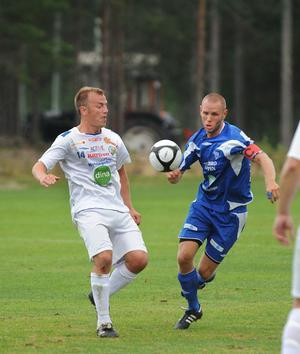 Erik Wästman, Rensgsjö, i kamp med SFF:s Benny Dahlin.