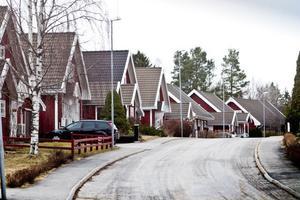 På idylliska Mossberget finns ett hus som trots att det köptes för 1,8 miljoner lämnats vind för våg. Huset som är fullt av mögel är bara att riva enligt experter.