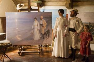 Sverrir Gudnason spelar rollen som Hugo Alfvén. Kompositören som blev förälskad i den gifta Marie Krøyer, spelad av Birgitte Hjort Sörensen.