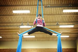 Amandine Perrier tycker det är lätt att utöva akrobatik.