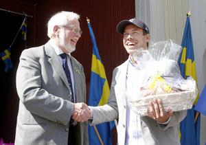 Kjell Svantesson (S) var med och hyllade idrottsstjärnor. Bland annat skidåkaren, Emil Jönsson.