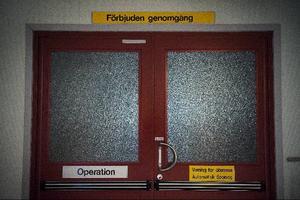 Bröstcancersjuka i Gävleborg får vänta över en månad på operation.