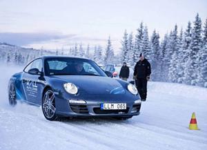 Kall Auto Lodge är känt för sina iskörningar med Porschebilar på Kallsjön.