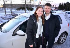 Thomas Landgren från Östersund, här med Hanna Jonsson, tror inte att fartkameror är den bästa metoden att hålla nere hastigheten på vägarna.