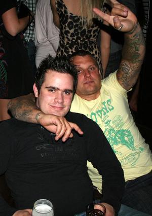 Blue Moon Bar. Andreas och Jimmy