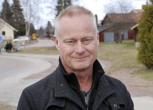 –Vi måste bara ordna det här och skaffa fram bostäder. Snart kommer de första av de 39 personer som fått uppehållstillstånd och nu behöver en bostad, säger Torben Stenberg.