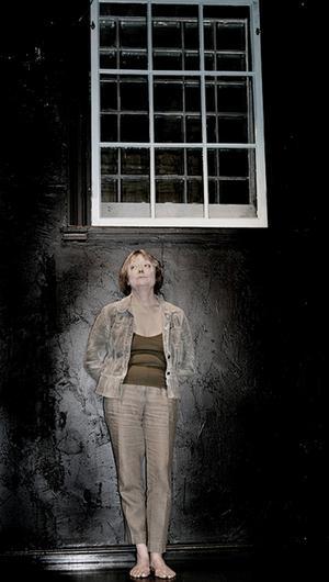 Annika Östberg, fånge W 189 68 Deasy. En föreställning skriven och spelad av Marga Pettersson.