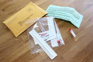 Ett test-kit ryms i ett litet kuvert. Det kostar från 700 kronor och uppåt att låta dna-testa sig.
