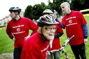 Cyklande politiker. I 20 kilometersloppet fanns Socialdemokraterna med för att försvara sin politiska heder.