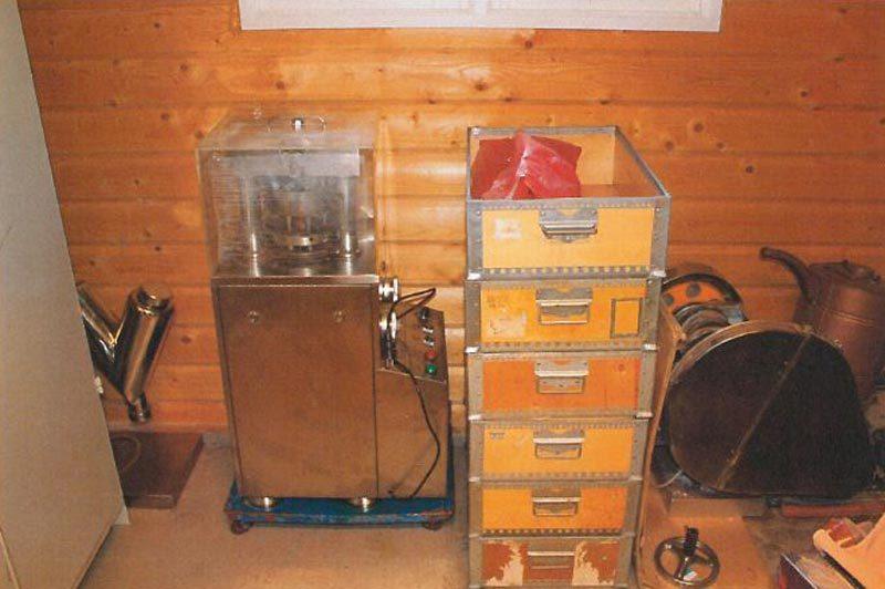 Dopningsfabrik i garage