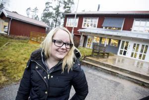 Elin Ekengren fick även hon jobb på bemanningsföretaget Perido Skills och blev placerad på Pensionsmyndigheten. Hon jobbade där till september, efter nyår har hon fått jobb av dem igen.