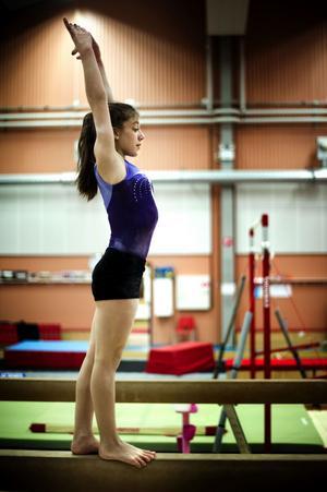 Leksands unga gymnastiktalang Ece Ayan gjorde bra i från sig i helgens EM-tävlingar i Skottland och höjde laget med sin prestation på bommen. Det räckte dock inte för guld, och svenska truppen fick nöja sig med en andraplats.