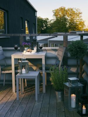 Grått. Varianterna för balkongliv blir fler, här en grupp från Ikea.