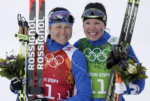 Aino-Kaisa Saarinen (till vänster), 36, är en av Kallas konkurrenter men missar stora delar av säsongen på grund av graviditet.