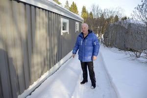 Claes-Ivan Spjälle i Övre Bredsand har haft problem med buller och andra störningar vid sitt hus ända sedan nya E4 började byggas.