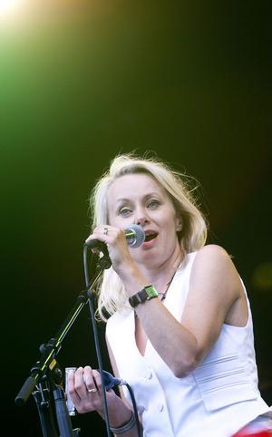 Louise Hoffsten körde både allsång, Vreeswijk och nytt material från egna skivor under sitt framträdande.