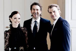 Två rutinerade programledare och en av Danmarks mest omtyckta skådespelare ska leda Eurovision Song Contest i Köpenhamn i maj. Med andra ord: Det blir Lise Rønne, Nikolaj Koppel och Pilou Asbæk.