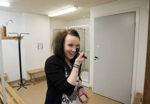 Emma Johansson från Sofiedalsskolan har dansundervisning i Gamla Grand en gång i veckan. I den gamla hotellmatsalen får hon lära sig att dansa balett och flamenco.