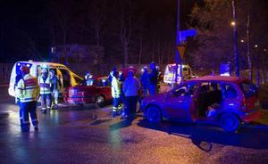 Trafikolycka mellan två personbilar på Vallaleden vid Mjälle.