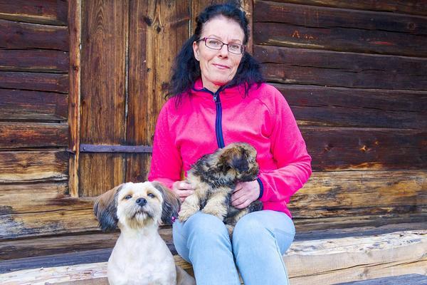 – Jag beundrar de som jobbar länge på samma ställe, säger Eva-Marie Åkerman. Själv har hon bytt jobb i genomsnitt vart tredje år och prövat på många olika jobb, de flesta har varit utomhus och haft anknytning till djur och växter.