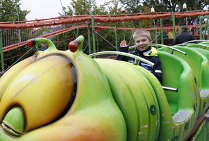 Redan på fredag 13 september under eftermiddagen öppnar tivolit som är en del av Hällefors marknad som fortsätter med traditionella marknadsstånd 14-15 september.