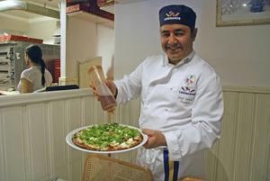 Josef Hakimi - Rättviks mest känd pizzabagare – får stöd av Italien inför korandet av Sveriges tre bästa pizzabagare.