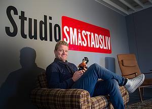 I studion i Alfta kommer Småstadslivsgänget att göra reportage från Alftabyn.   Foto: Lina Kronberg