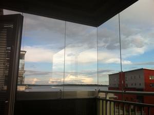 Detta bild togs från vår balkong på Lilludden ..spegling av  byggkran på Resindens Mälaren.