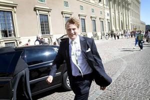 Tony Warren har fått medvind sedan han målat lysningspresenten och överlämnat den till kronprinsessan Victoria och prins Daniel på Stockholms slott.