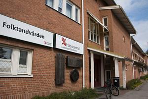 Hofors hälsocentral är en av dem där läkarbristen är som svårast. Men problemet finns i hela länet.