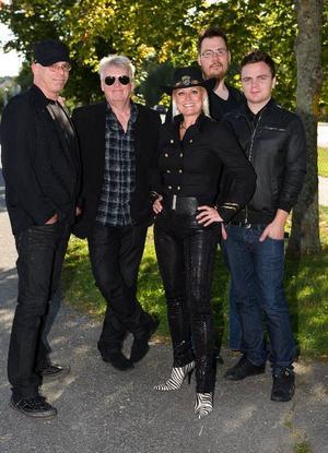 Carina Jaarnek, uppvuxen i Östersund, ställer upp i kväll med sitt band. Foto: Anders Wiklund/Scanpix