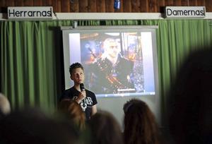 28 augusti 2015. Marcus Myhr kom tillbaka till Hede under Härjedalens pridevecka i slutet av augusti. I Hede växte han upp som Maria och under sin föreläsning om spelkultur så berättade också Marcus om resan som lett fram till att han ny bytt kön.