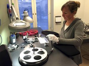 Just nu lär sig Maria Dolleus Varg sig allt om Göteborgs universitets omfattande verksamhet som kom i 68 flyttkartonger.