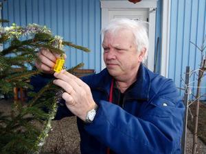 """""""Det finns cirka fem miljoner utegranar i Sverige och Norge varje jul"""", säger Sten Lindqvist. Skulle folk byta belysning i en procent av dem skulle jag vara nöjd."""