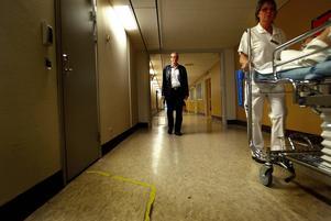 Jonas Moström på Sundsvalls sjukhus. Dit återvänder han i sin nya bok