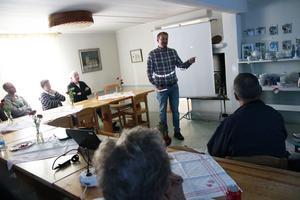 Bosse Ulfhjelm, arkeolog vid Länsmuseet Gävleborg, föreläste om Los fornlämningar. För de är många.
